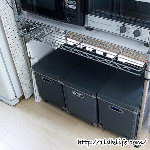 キッチンカウンターの収納(before)。