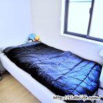 寝室に寝袋。