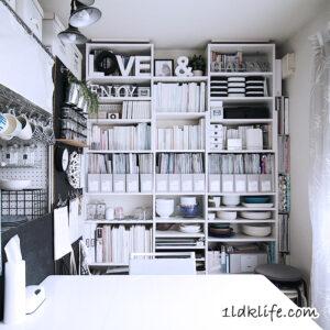 リビングの本棚。